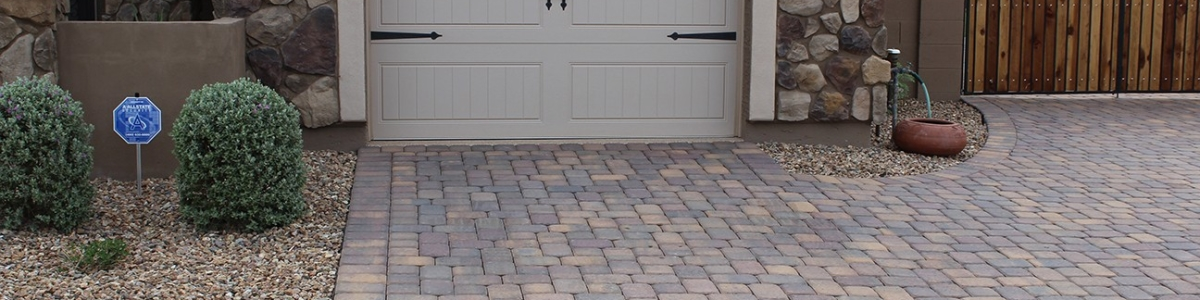 kaylor-front-yard-driveway